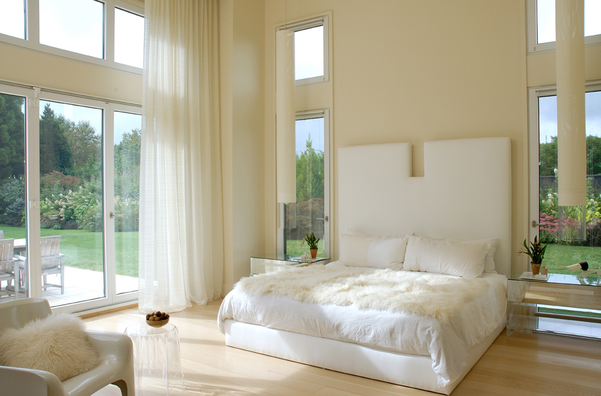 deluxe-design-open-up-glass-windows-bedroom-white-interior